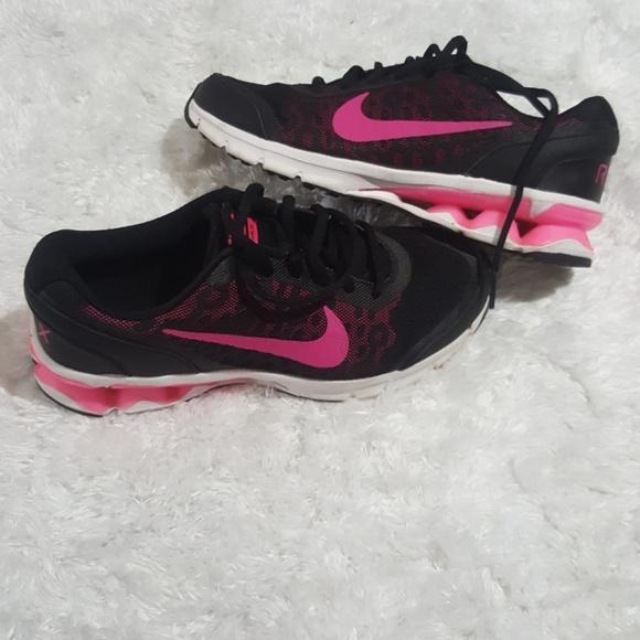c809c9dd3f9e1 Nike Reax Run Sz 7 Women s Athletic Shoes
